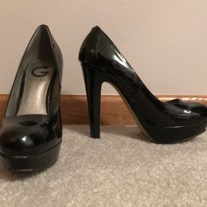 G by guess black patten leather heels
